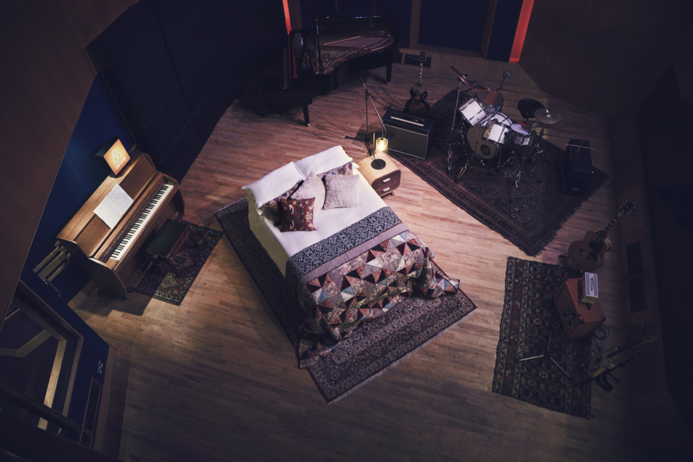 Bed above Mark Ronson 0816_w4a