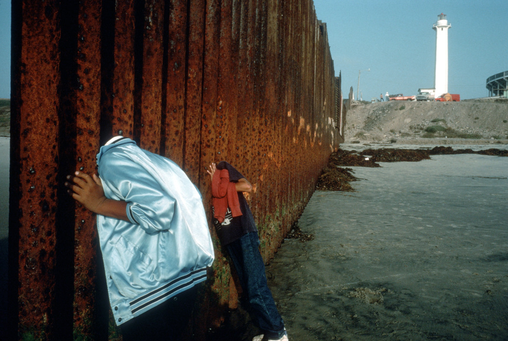 MEXICO. Playa de Tijuana. 1995. At the border fence.